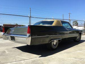 Dabei spielt es keine Rolle, ob es ein GM-Flossenmonster wie der 1959 Cadillac Coupe Deville, ein Mopar-Muscle-Car des Kalibers 1968 Dodge Charger oder ein immer stärker gefragterMercedes Benz 560SL aus der R107-Baureihe sein soll.